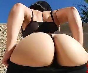 Mia Li Prefers Big Dicks