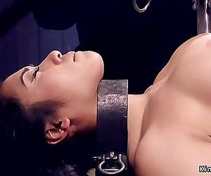 Asian hottie gets spur..